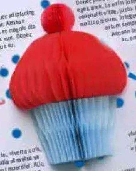 2D-Muffin aus Waben-Papier zum Einkleben in Klappkarte